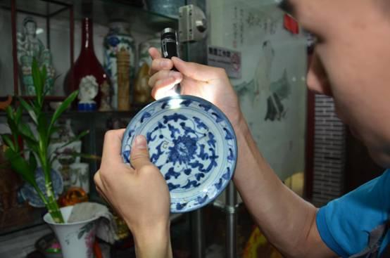 如何使用照玉石手电筒鉴定瓷器纹理