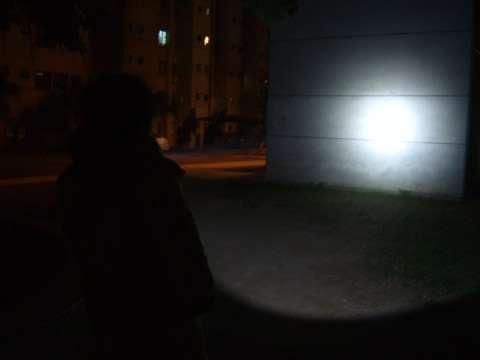 测试户外搜索手电筒聚光