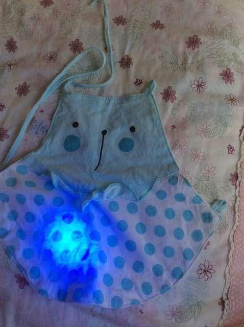 宝妈买了紫光手电,衣服上好多荧光剂,看的心慌害怕